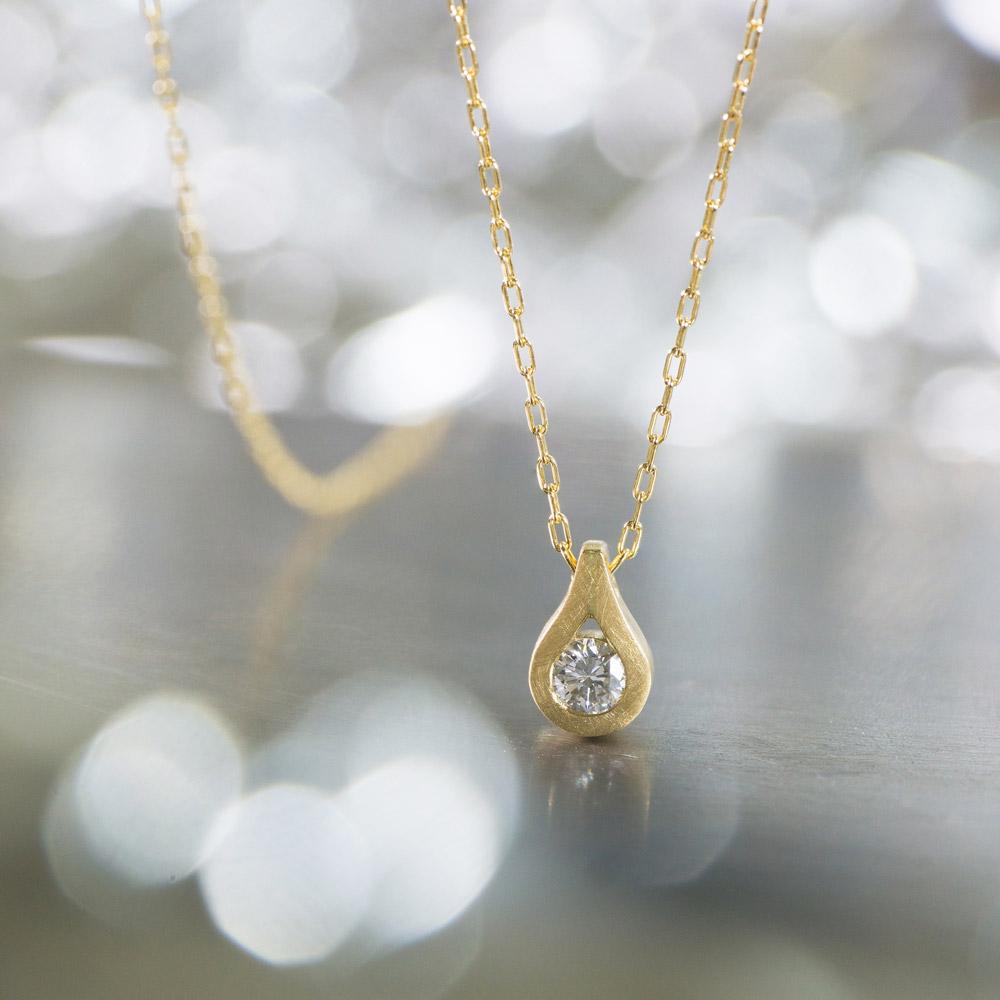 しずく型のネックレス ゴールド、ダイヤモンド 屋久島のしずくモチーフ オーダーメイドジュエリー