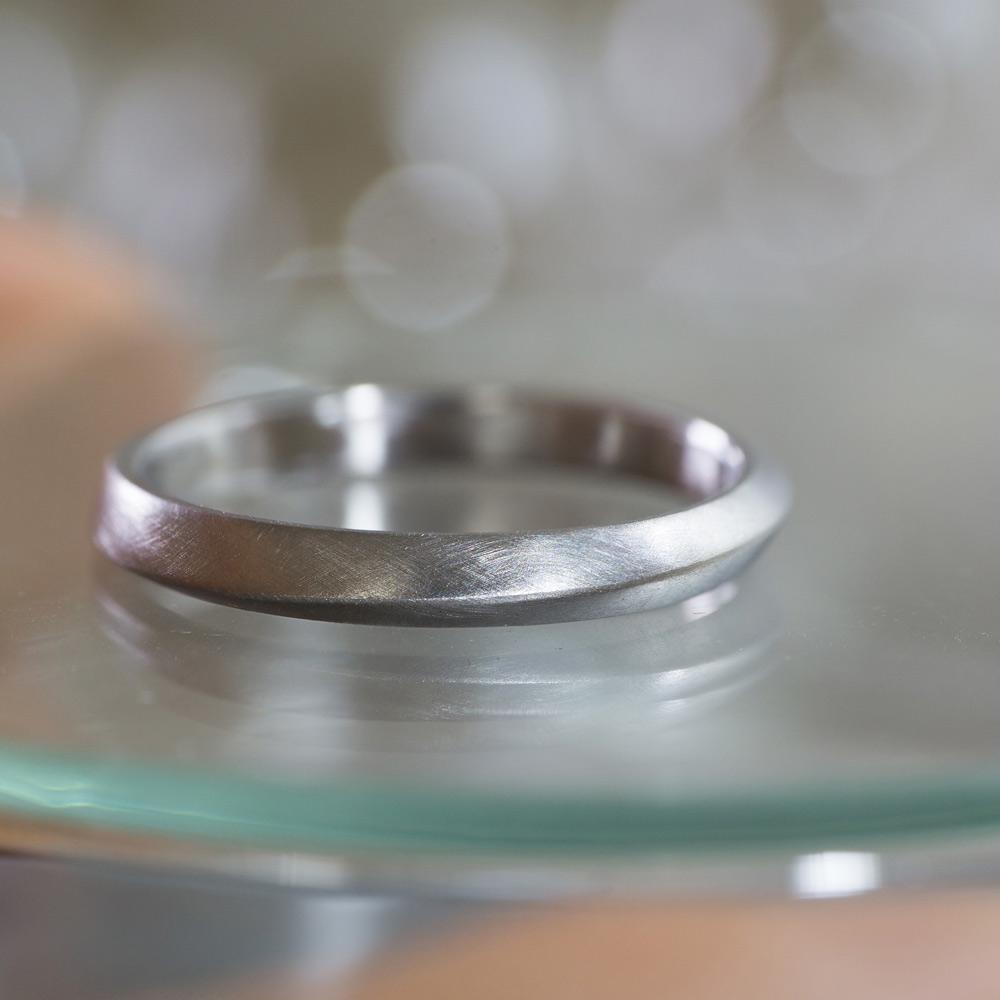 オーダーメイドマリッジリング ジュエリーのアトリエ 作業場に指輪 プラチナ 屋久島で作る結婚指輪