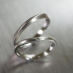 オーダーメイドマリッジリング ジュエリーのアトリエ 作業場に指輪 プラチナ、ダイヤモンド 屋久島で作る結婚指輪