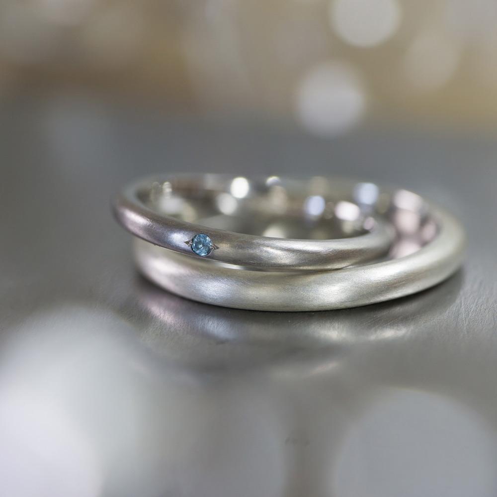 オーダーメイドマリッジリング ジュエリーのアトリエ 作業場に指輪 プラチナ、シルバー 屋久島で作る結婚指輪