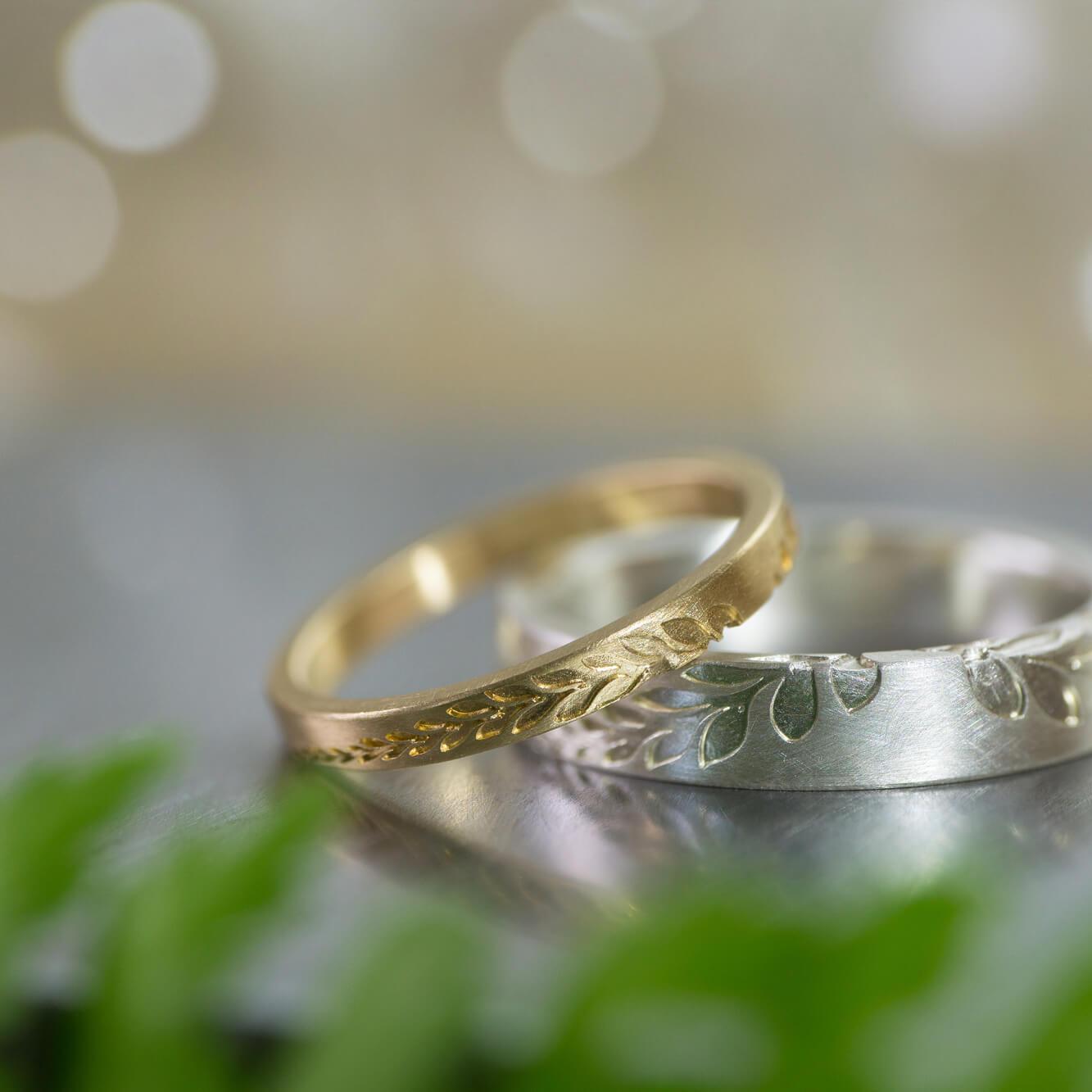 オーダーメイドマリッジリング、 屋久島のシダモチーフ ゴールド、シルバー ジュエリーのアトリエ 手に持って 屋久島でつくる結婚指輪