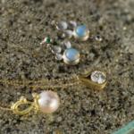 ビーチに4本のネックレス ゴールド、プラチナ、ダイヤモンド、パール、オパール 屋久島でリメイクジュエリー