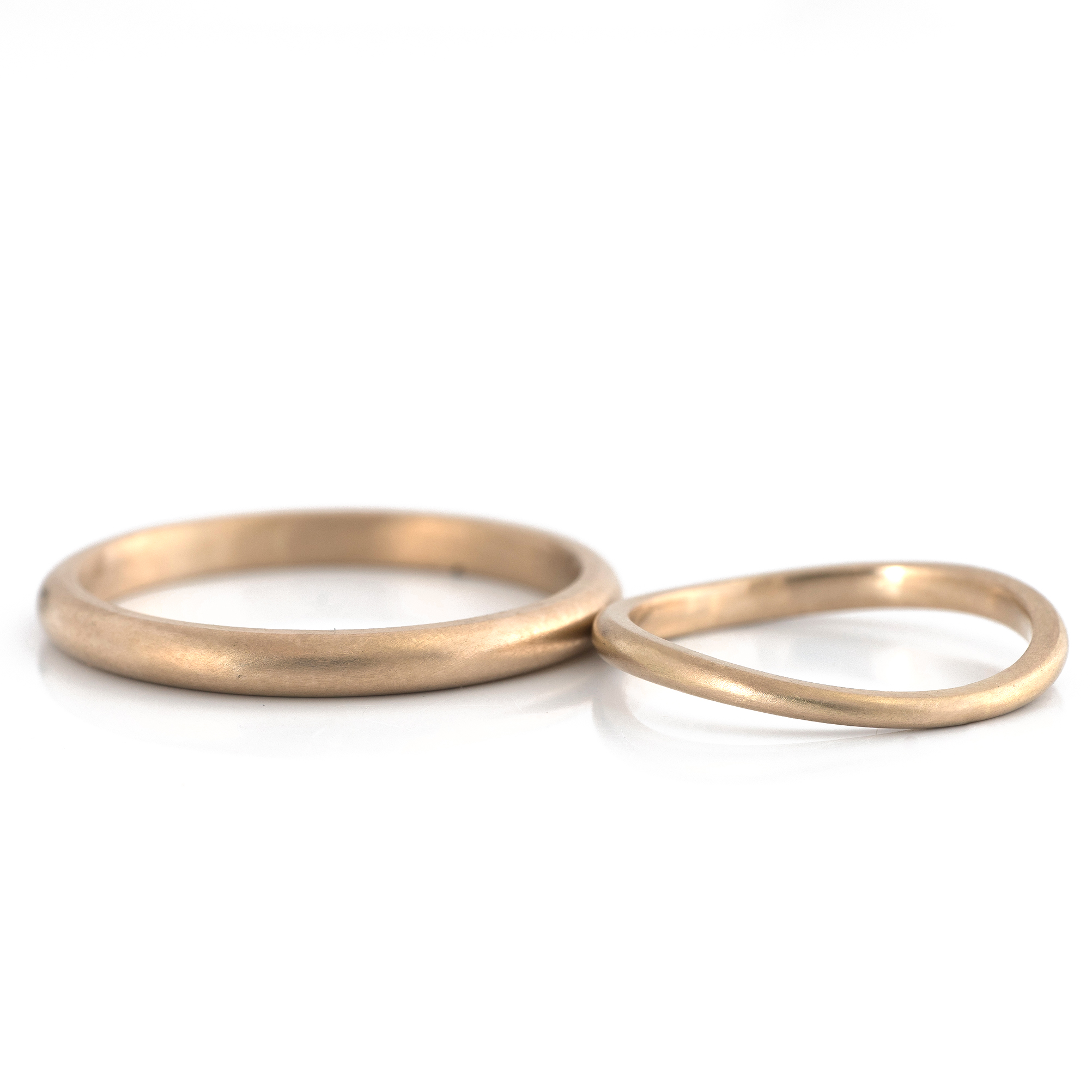 2.3mm round and 1.8mm wave ring in champagne gold #屋久島でつくる結婚指輪