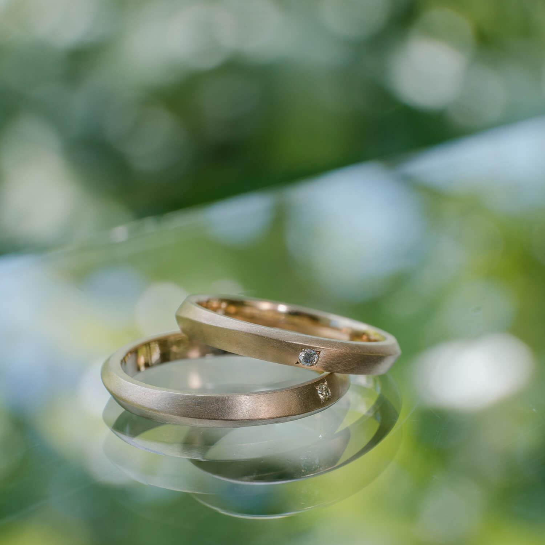 オーダーメイドマリッジリング 屋久島の緑バック ゴールド、ダイヤモンド 屋久島でつくる結婚指輪