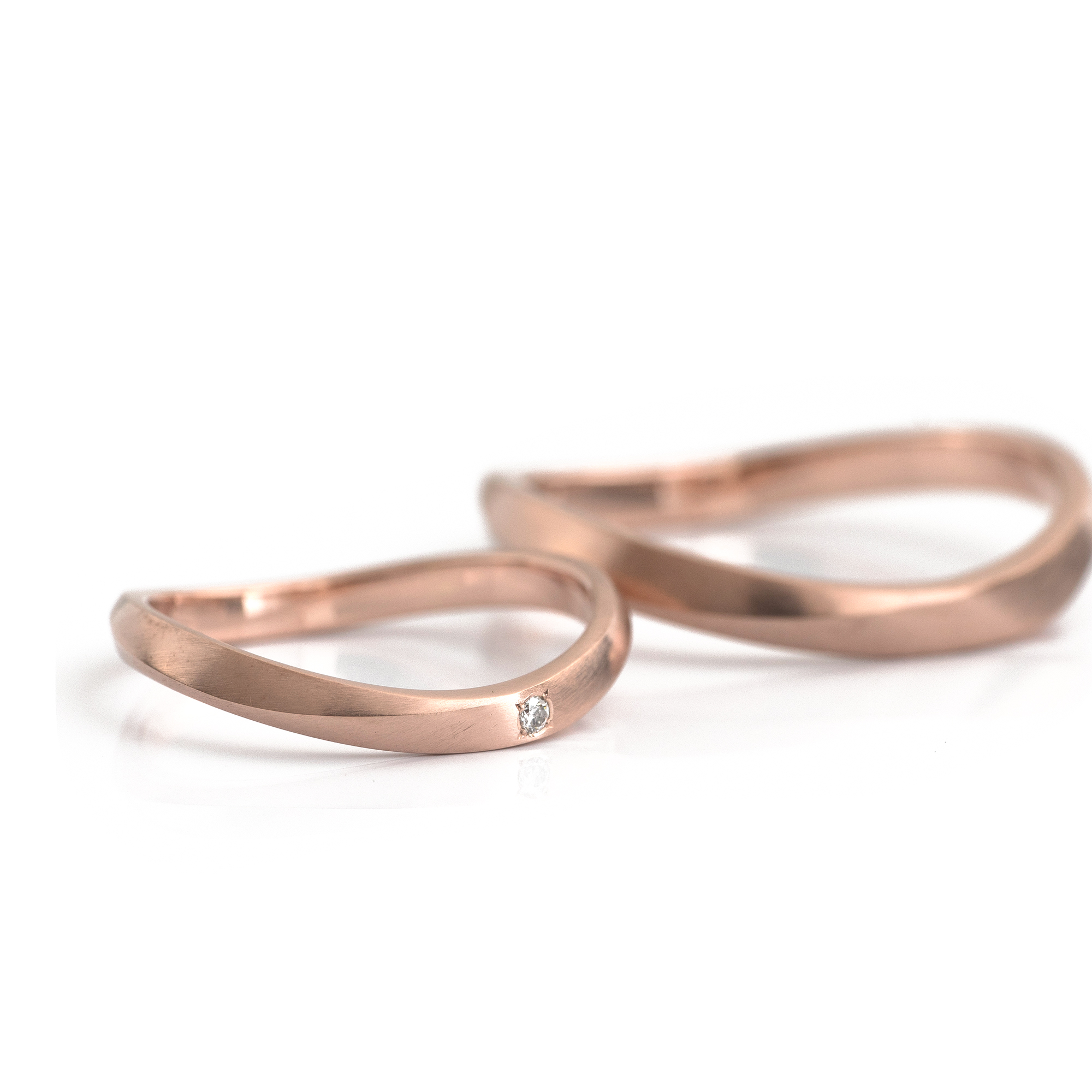 1.9mm and 2.2mm wave ring in 18k pink gold with original cutting line