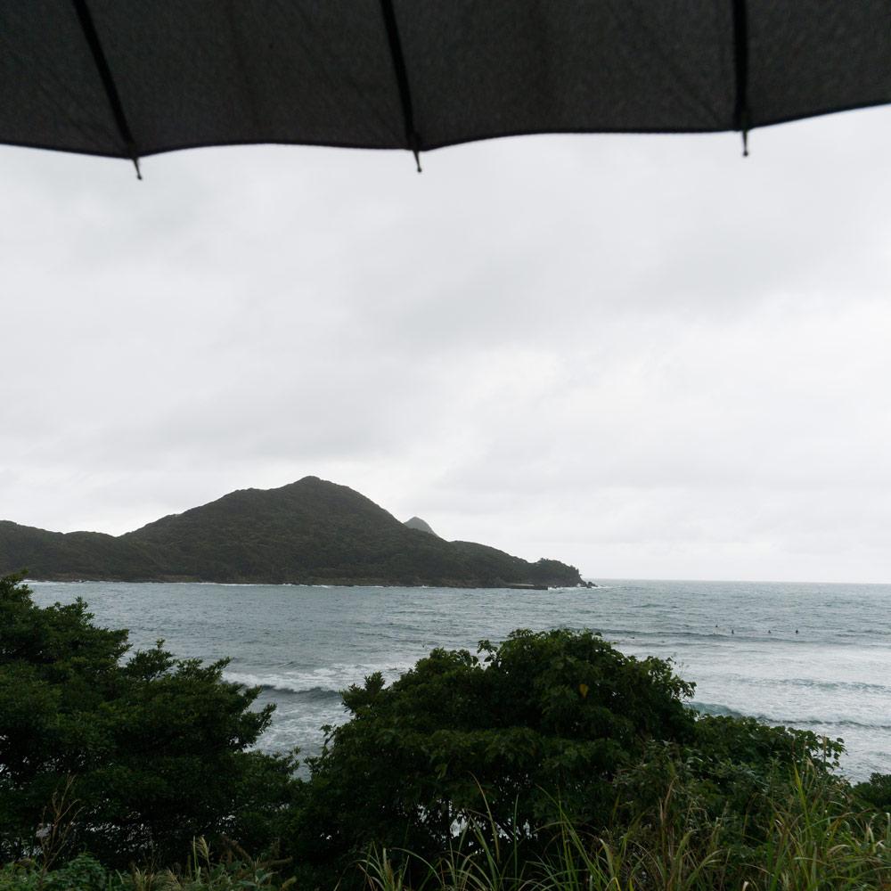 雨の屋久島 島の北側のビーチ