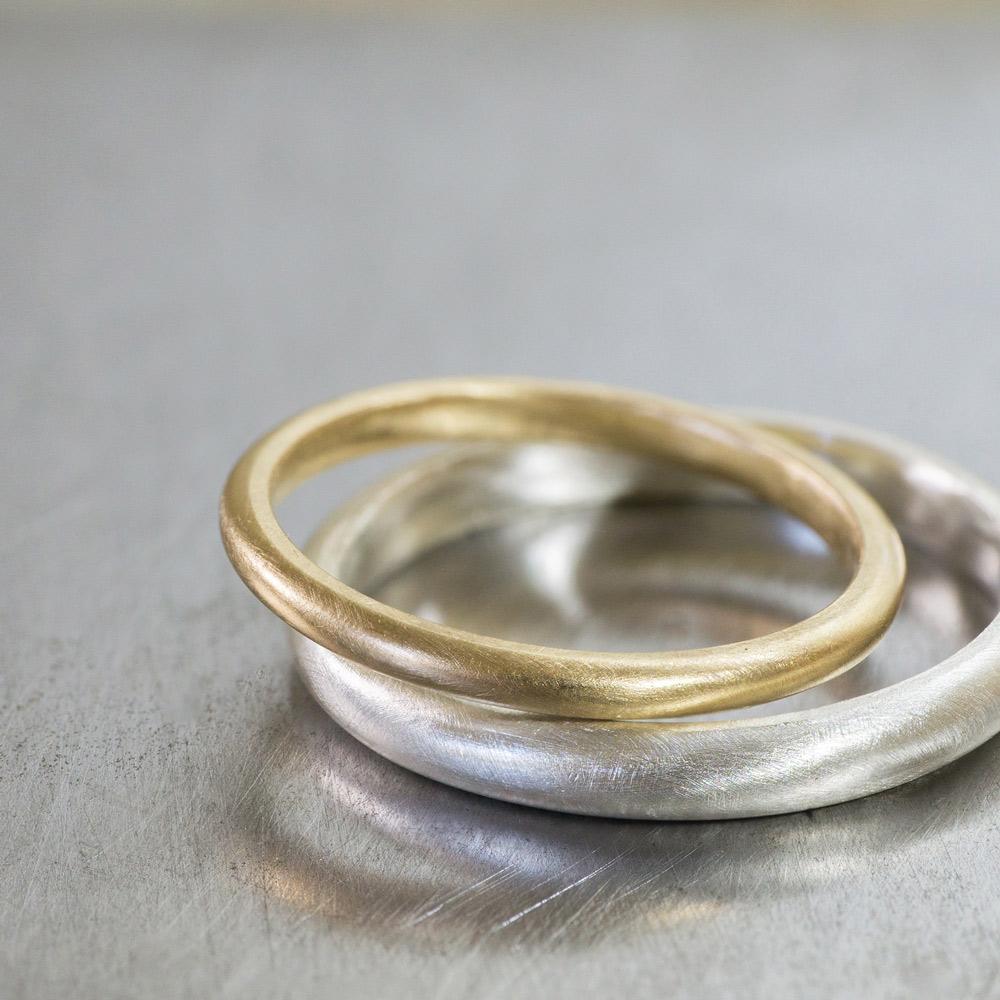オーダーメイドマリッジリング ジュエリーのアトリエ 作業場に指輪 シルバー、ゴールド 屋久島で作る結婚指輪