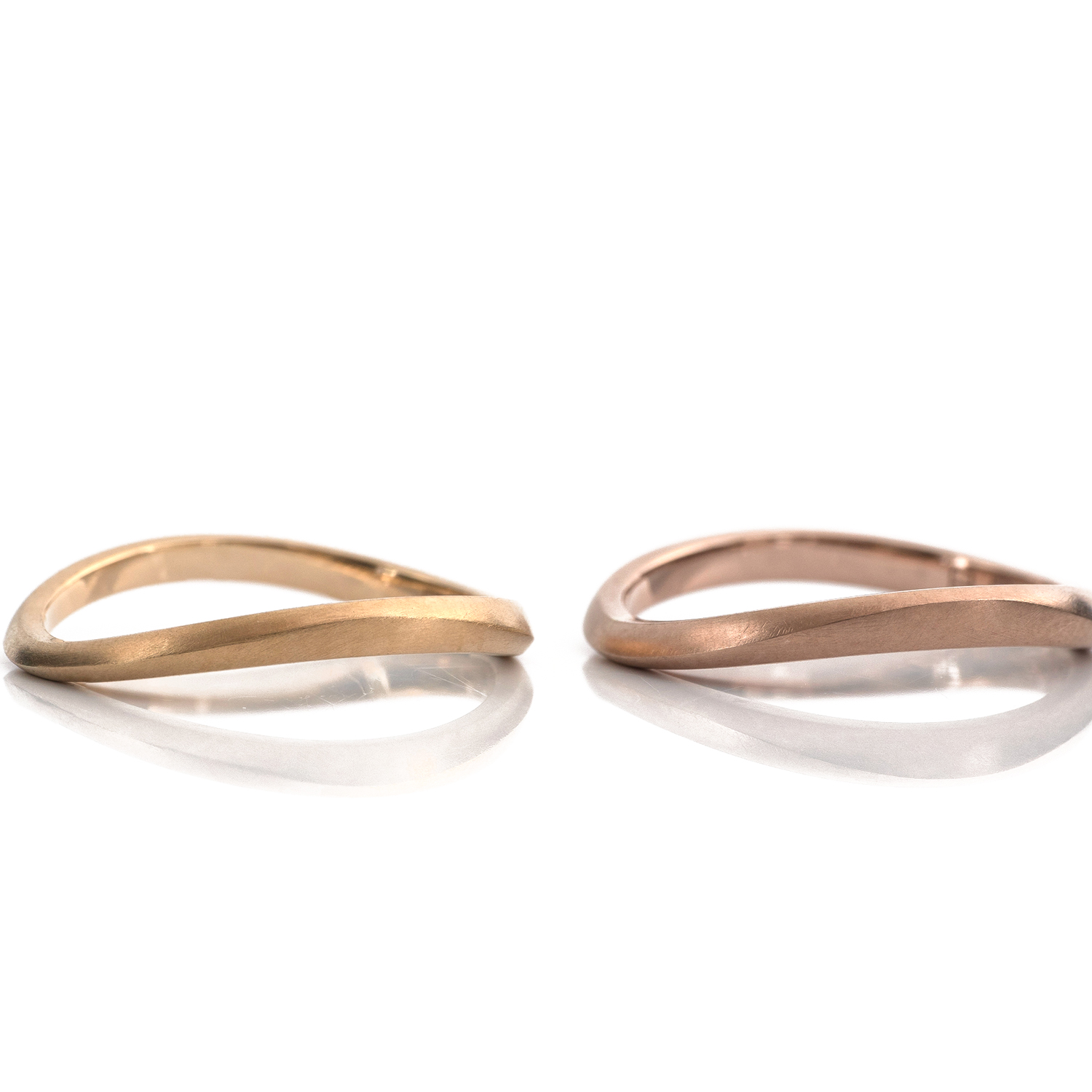 2.0mm yellow gold and 2.2mm pink gold.  wave ring with cutting line