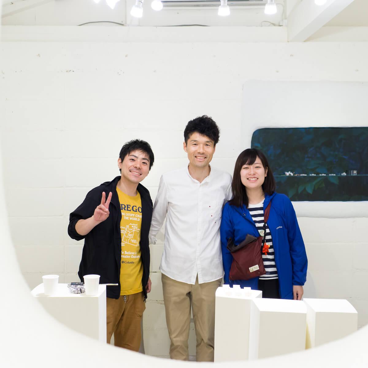 屋久島しずくギャラリーで記念撮影 屋久島でつくる結婚指輪 結婚指輪の相談会