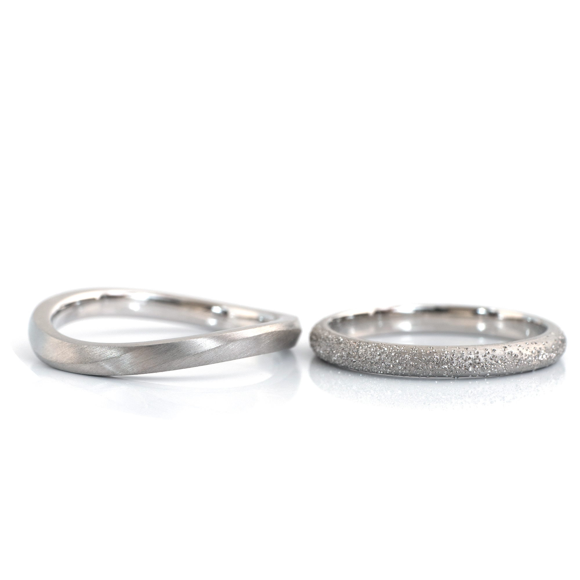 2.2mm wave with concave, 2.3mm round with snow texture in platinum  #屋久島でつくる結婚指輪