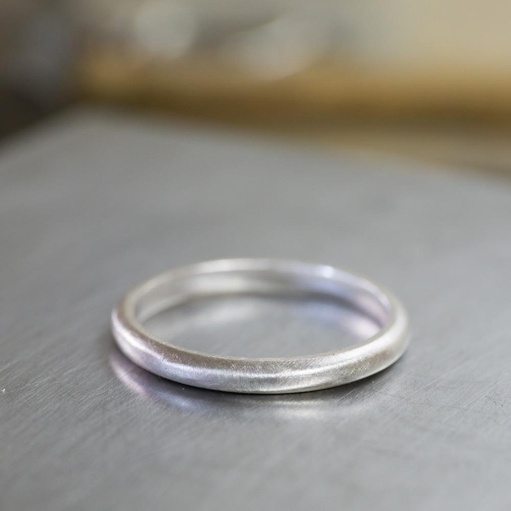 オーダーメイドマリッジリングの制作風景 ジュエリーのアトリエ 作業場に指輪 シルバー 屋久島で作る結婚指輪