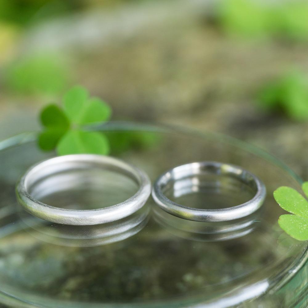 制作途中のオーダーメイド結婚指輪 屋久島の緑の中 プラチナ、シルバー、 屋久島でつくる結婚指輪