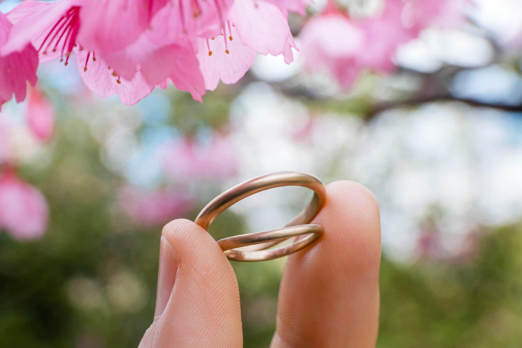 場面2 屋久島の桜の下 オーダーメイドマリッジリング  ゴールド、ダイヤモンド、プラチナ 屋久島でつくる結婚指輪