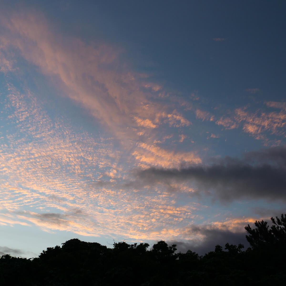 夕暮れ時 ジュエリーのアトリエから見える屋久島の空 屋久島日々の暮らしとジュエリー オーダーメイドマリッジリングのモチーフ