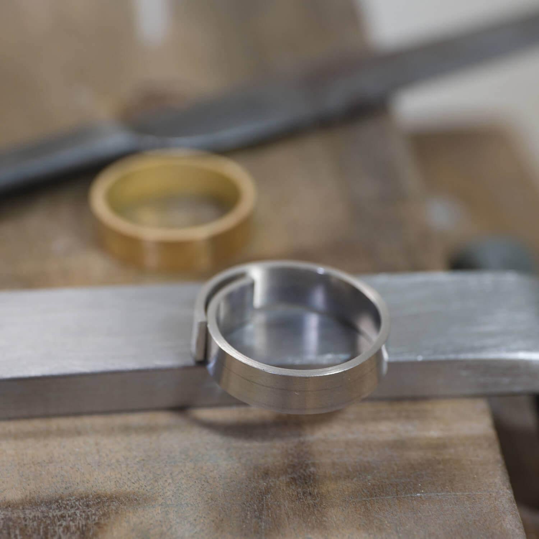 オーダーメイドマリッジリングの制作風景 ジュエリーのアトリエ ゴールド、プラチナ 屋久島でつくる結婚指輪