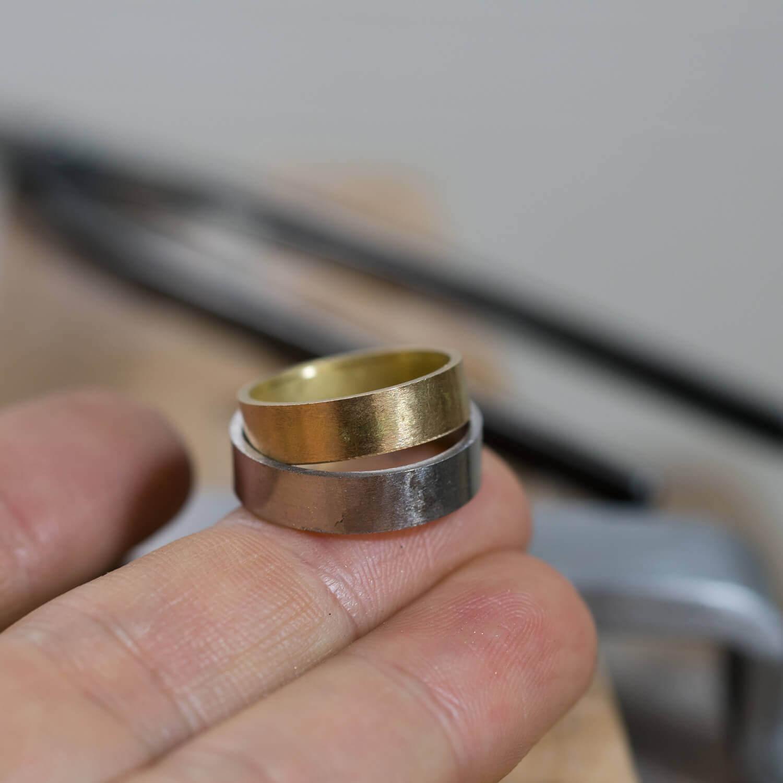 オーダーメイドマリッジリングの制作風景 ジュエリーのアトリエ 手に乗せて ゴールド、プラチナ 屋久島でつくる結婚指輪