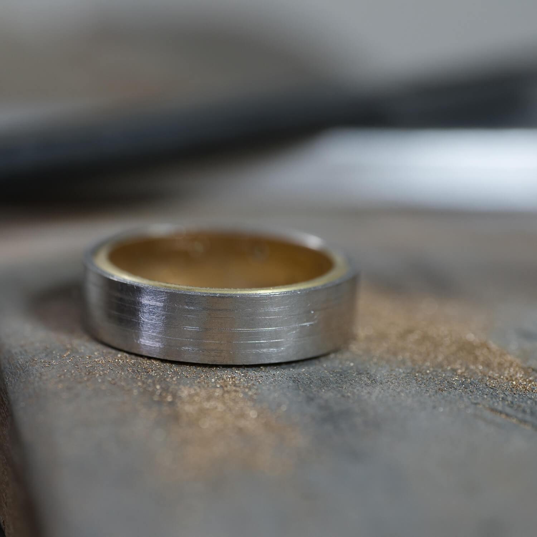 角度3 オーダーメイドマリッジリングの制作風景 ジュエリーのアトリエ プラチナ、ゴールド 屋久島でつくる結婚指輪