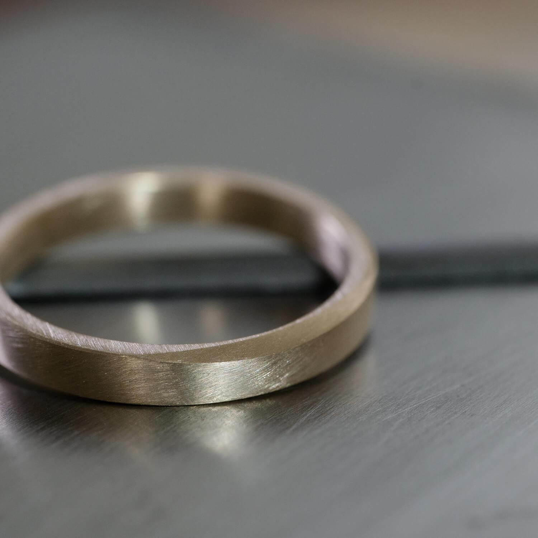 角度2 オーダーメイドマリッジリングの制作風景 屋久島ジュエリーのアトリエ ゴールド、指輪 屋久島でつくる結婚指輪