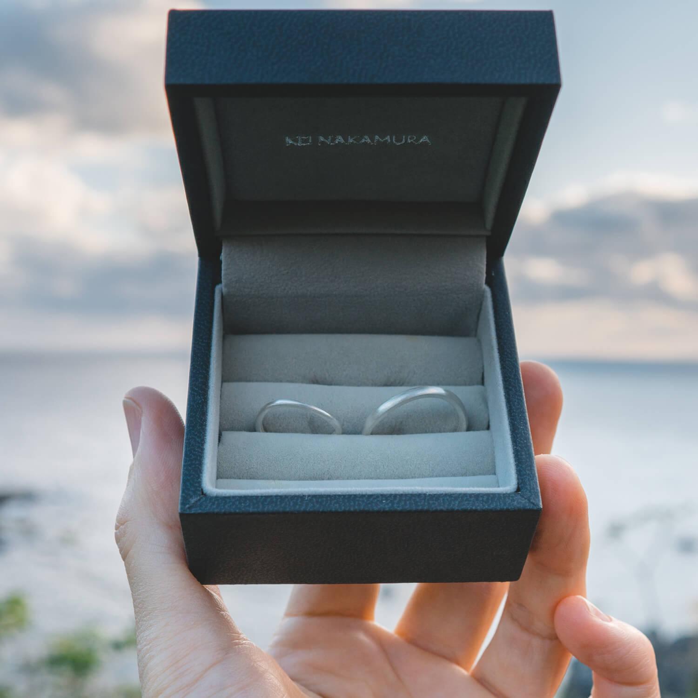 屋久島の海の前で オーダーメイドマリッジリングのサンプル  シルバー 屋久島でつくる結婚指輪