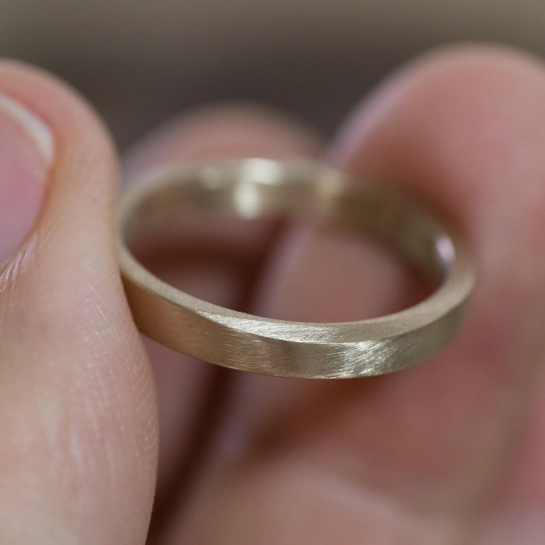 角度3 オーダーメイドマリッジリングの制作風景 屋久島ジュエリーのアトリエ ゴールド、指輪 屋久島でつくる結婚指輪