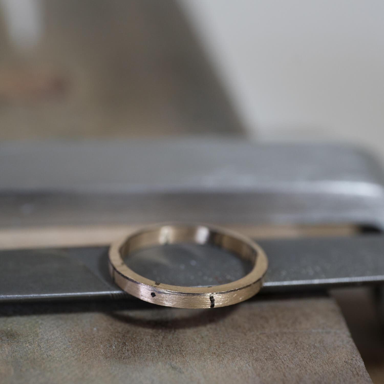 オーダーメイドマリッジリングの制作風景 屋久島ジュエリーのアトリエ ゴールド 屋久島でつくる結婚指輪