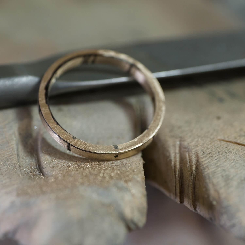 場面2 オーダーメイドマリッジリングの制作風景 屋久島ジュエリーのアトリエ ゴールド 屋久島でつくる結婚指輪