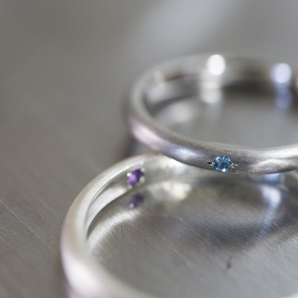 オーダーメイドマリッジリング ジュエリーのアトリエ 作業場に指輪  クローズアップ プラチナ、シルバー、誕生石 屋久島で作る結婚指輪
