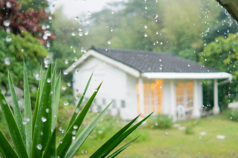 屋久島しずくギャラリー 雨 外観 屋久島でオーダーメイドマリッジリングの販売