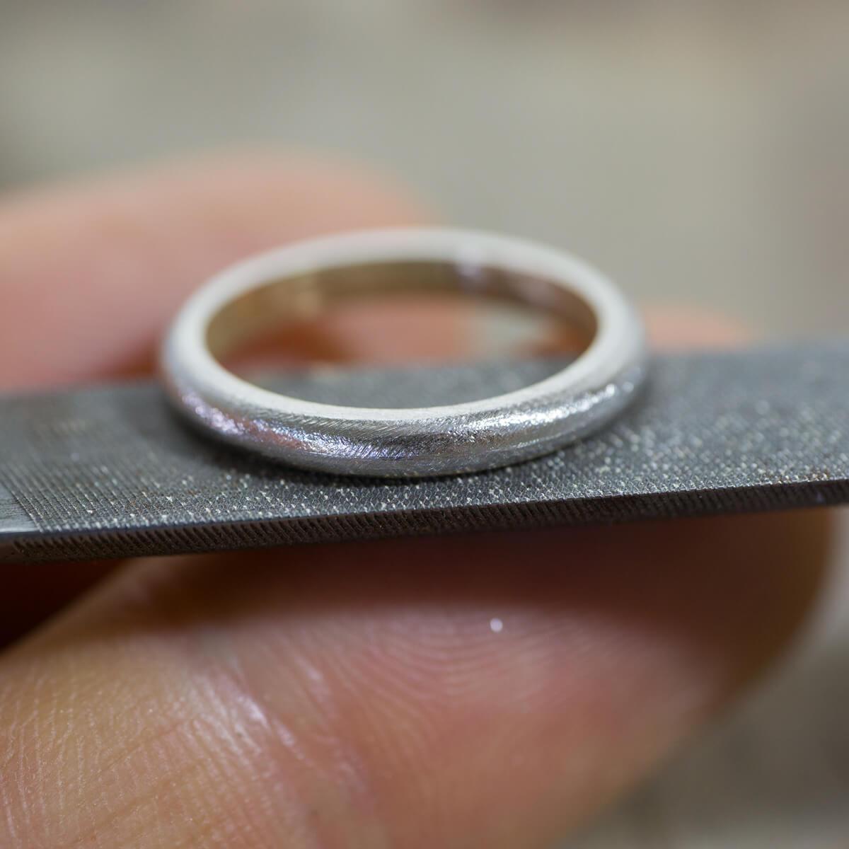 角度2 オーダーメイド結婚指輪の制作風景 ジュエリーのアトリエ  プラチナ、ゴールドのリング 屋久島でつくる結婚指輪