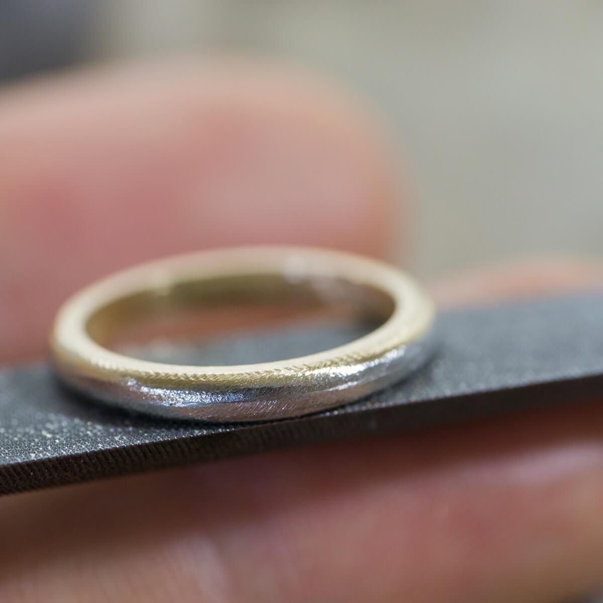 角度3 オーダーメイド結婚指輪の制作風景 ジュエリーのアトリエ  プラチナ、ゴールドのリング 屋久島でつくる結婚指輪