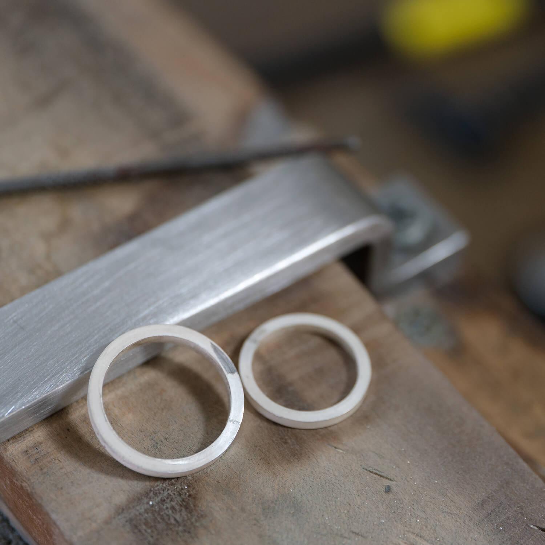 場面2 オーダーメイドマリッジリングの制作風景 ジュエリーのアトリエ シルバー 屋久島でつくる結婚指輪