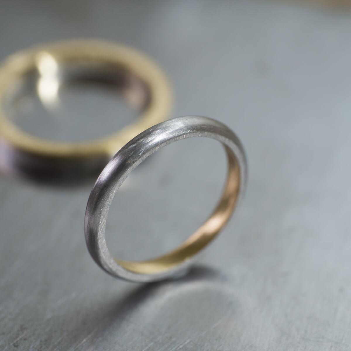 オーダーメイドマリッジリング ジュエリーのアトリエ ゴールド、プラチナ 屋久島の水平線モチーフ 屋久島でつくる結婚指輪 角度2