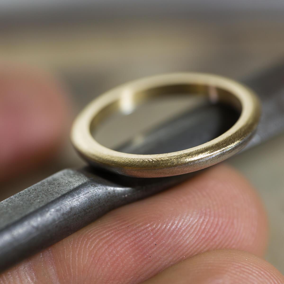 オーダーメイドマリッジリングの制作風景 ジュエリーのアトリエに指輪 ゴールド、プラチナ 屋久島でつくる結婚指輪