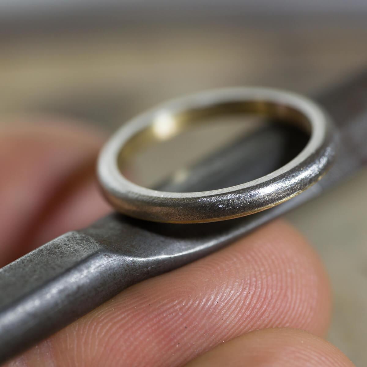 角度2 オーダーメイドマリッジリングの制作風景 ジュエリーのアトリエに指輪 ゴールド、プラチナ 屋久島でつくる結婚指輪