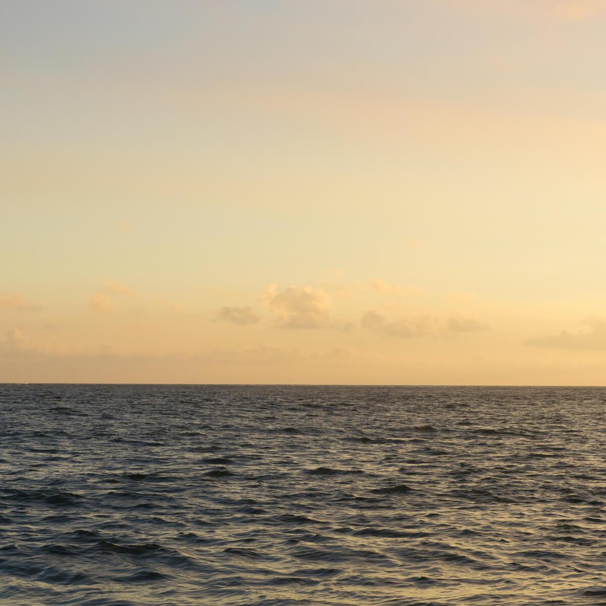 屋久島の海、空 サンセット 屋久島海とジュエリー オーダーメイドマリッジリングのモチーフ