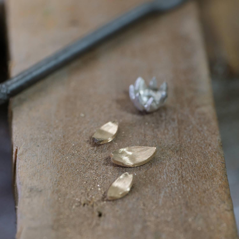 場面3 オーダーメイドジュエリーの制作風景 ジュエリーのアトリエ シルバー、ゴールド 屋久島でつくるジュエリー