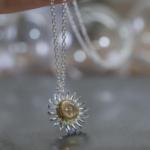 オーダーメイドジュエリー ひまわりのネックレス 屋久島ジュエリーのアトリエ シルバー、ゴールド 屋久島でつくる結婚指輪