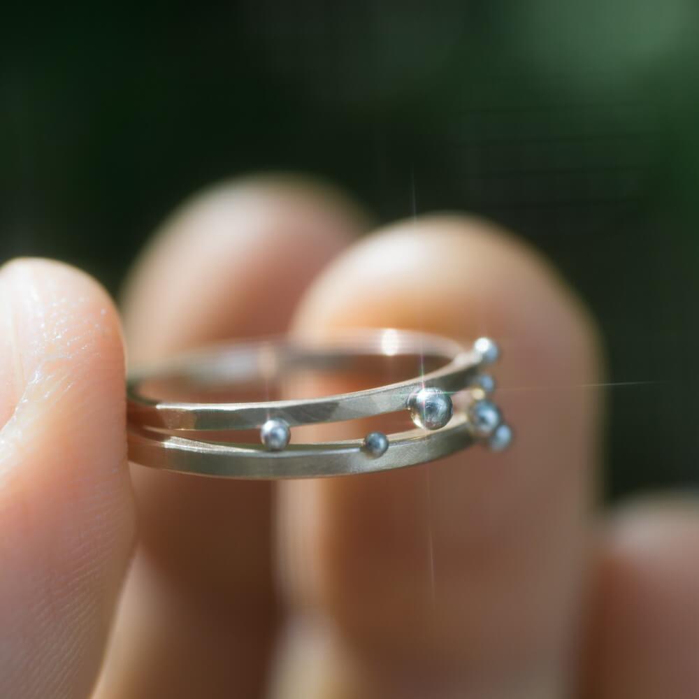 オーダーメイドマリッジリング 屋久島の緑バック キラキラ プラチナ、ゴールド 屋久島で作る結婚指輪
