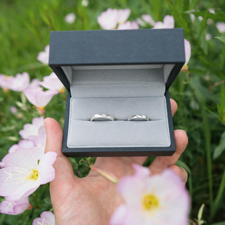 オーダーメイイドマリッジリング のサンプルリング  シルバー 屋久島の緑バック 屋久島でつくる結婚指輪