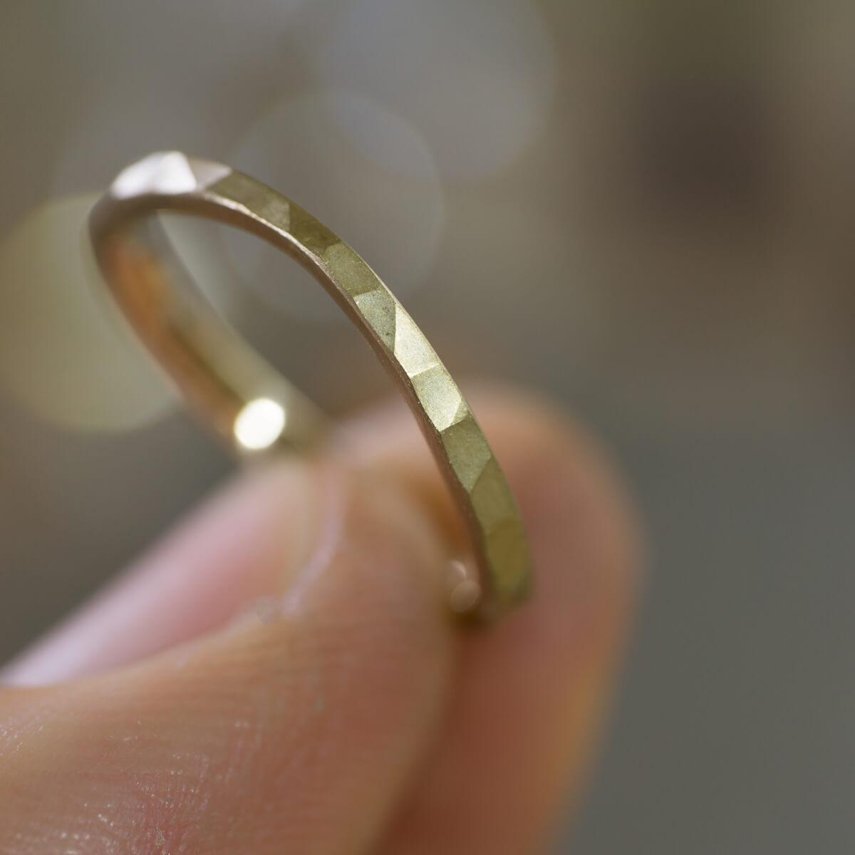 手に持って オーダーメイドマリッジリング ジュエリーのアトリエ シャンパンゴールド 屋久島でつくる結婚指輪