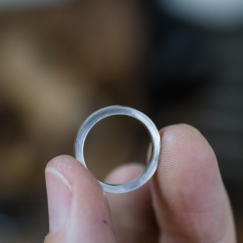 場面4 オーダーメイド結婚指輪の制作風景 屋久島ジュエリーのアトリエ プラチナリング   屋久島でつくる結婚指輪
