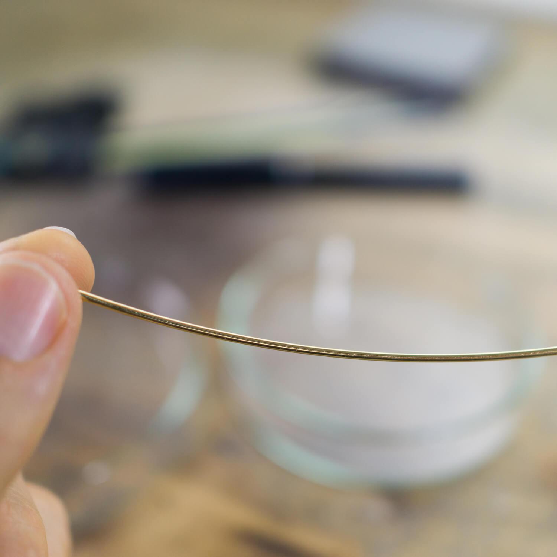 オーダーメイドマリッジリングの制作風景 ジュエリーのアトリエ 作業場に指輪の素材 ゴールド 屋久島で作る結婚指輪