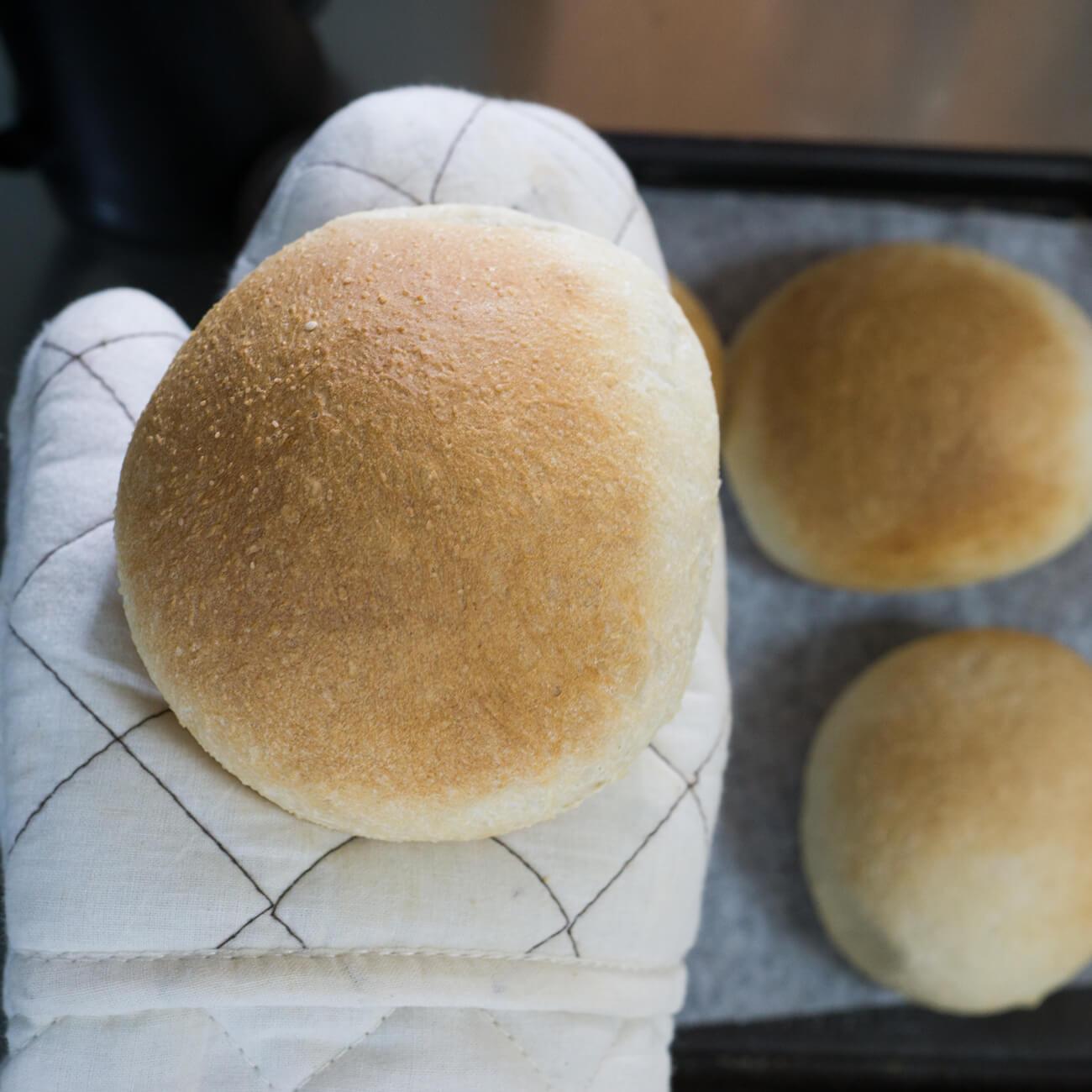 焼きたてのパン 手のひらに乗せて 屋久島日々の暮らしとジュエリー