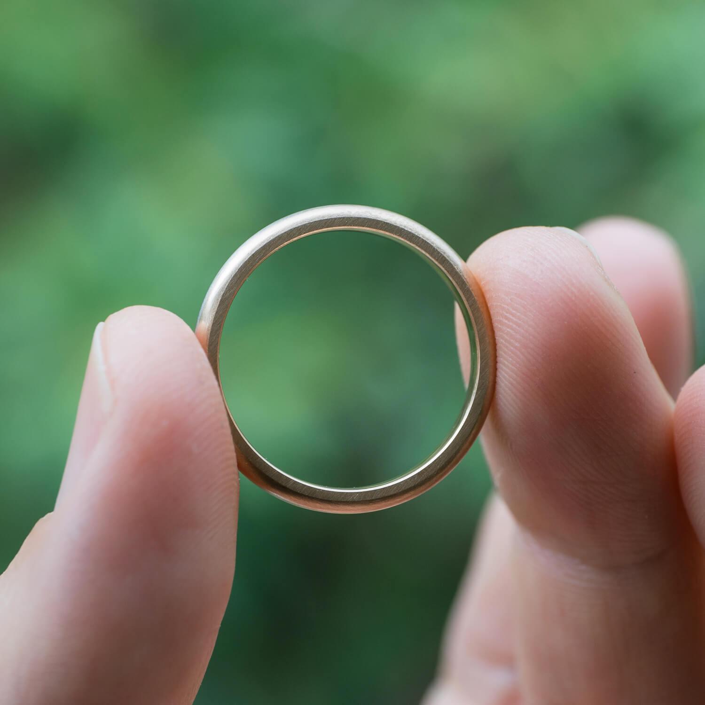 角度2 オーダーメイドマリッジリング 屋久島の緑バック プラチナ、ゴールド 屋久島でつくる結婚指輪