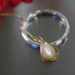 しずくのネックレスとオーダーメイドマリッジリング ジュエリーのアトリエ シルバー、ゴールド、夜光貝 屋久島でつくる結婚指輪