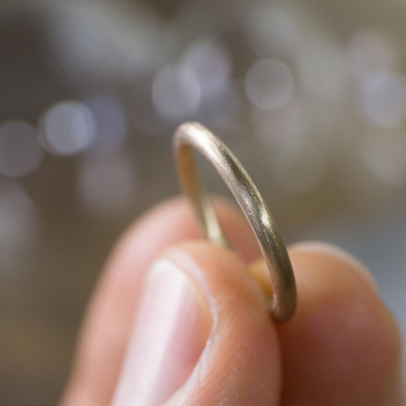 オーダーメイドマリッジリング ジュエリーのアトリエ  手に指輪 ゴールド 屋久島で作る結婚指輪