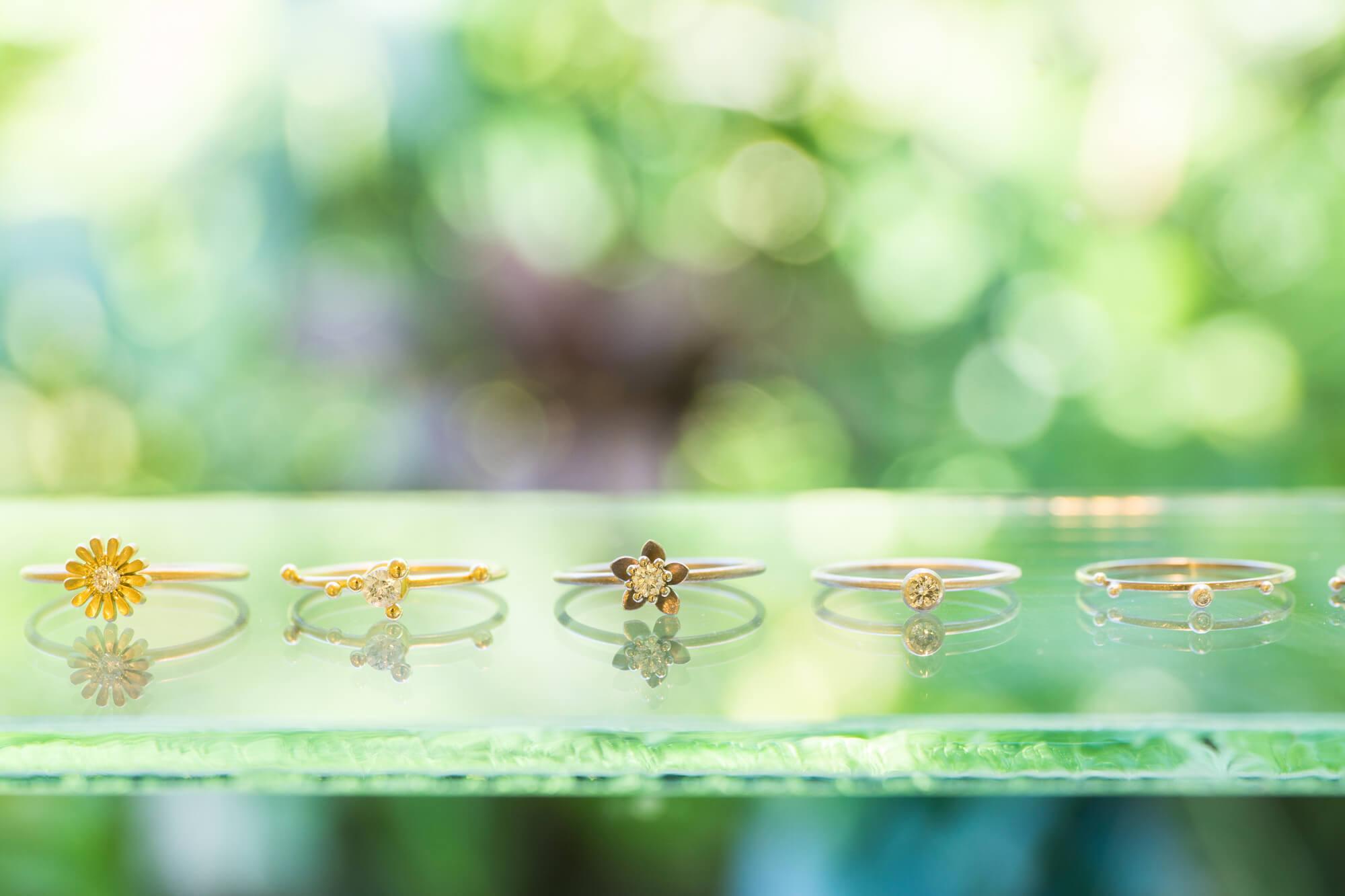 屋久島しずくギャラリー ジュエリーのディスプレイ 婚約指輪 ゴールド、プラチナ、ダイヤモンド オーダメイドジュエリーの販売 屋久島でつくる結婚指輪