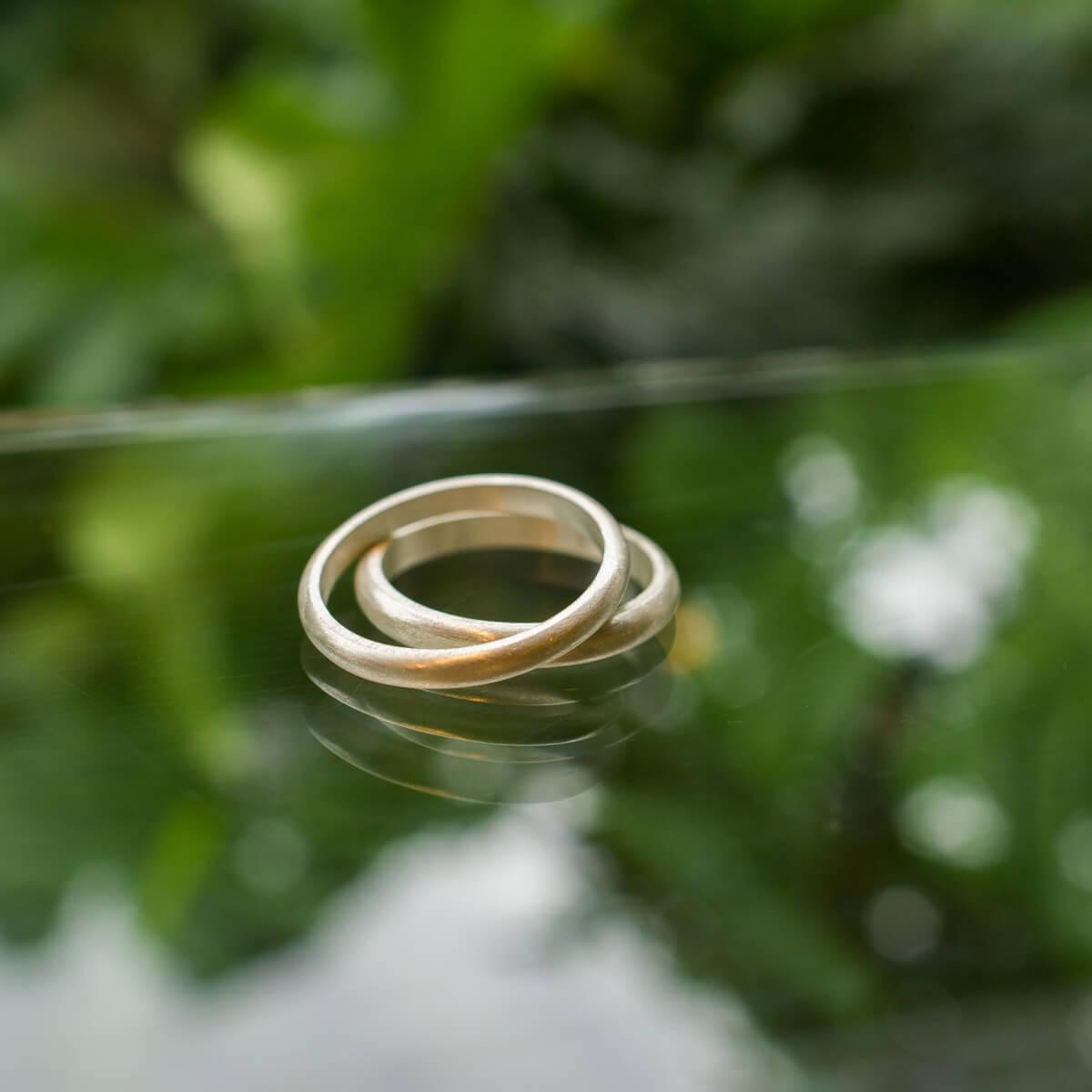 屋久島しずくギャラリー ジュエリーのディスプレイ シルバーリング オーダーメイドマリッジリングのサンプル 屋久島でつくる結婚指輪