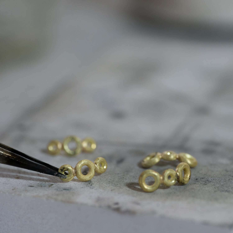 場面2 リメイクジュエリー オーダーメイドエンゲージリングの制作風景 ゴールド 屋久島でつくる結婚指輪 屋久島ジュエリーのアトリエ