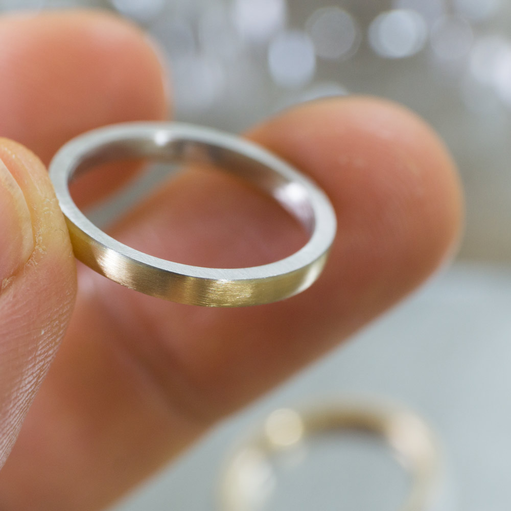 作業風景 屋久島でつくる結婚指輪 手に持って プラチナ、ゴールド